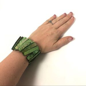 Jewelry - Green stone rectangular stretch bracelet
